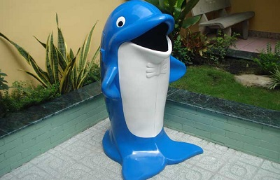 Thùng rác hình cá heo xanh