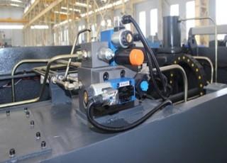 Máy cắt kim loại hệ điều khiển CNC