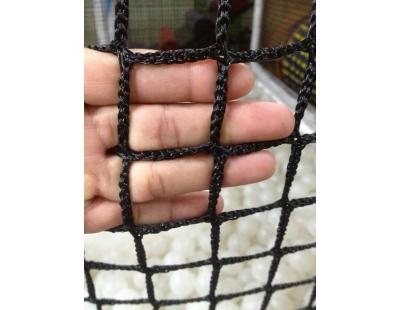 Lưới vây sân bóng đá căng hình vuông đen