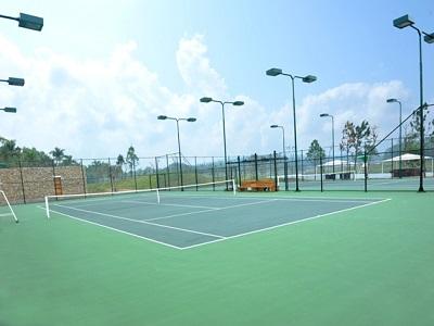 Cột đèn chiếu sáng sân tennis