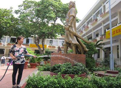 Dịch vụ chăm sóc cây cảnh trường học