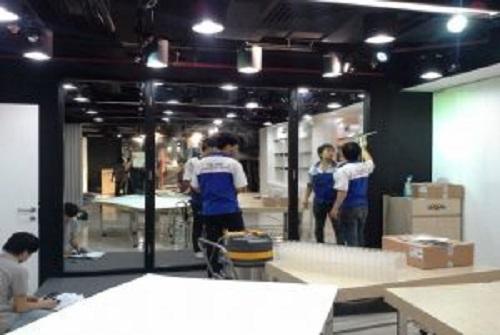 Vệ sinh showroom- cửa hàng
